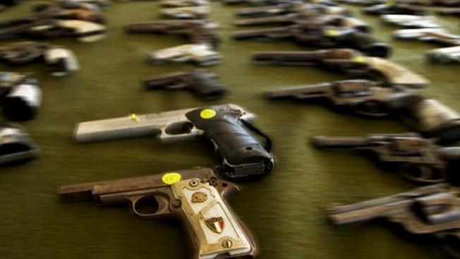 Los Angeles compra armas
