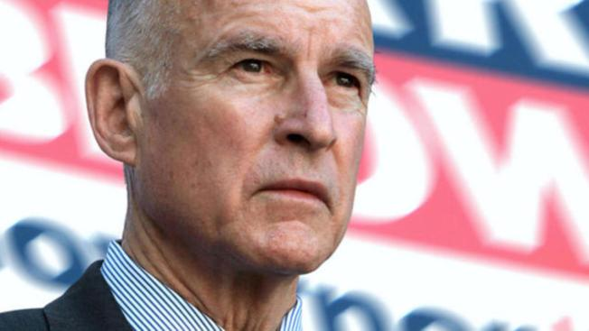 "Jerry Brown en contra de usar la palabra ""alien"""