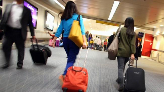 Hombre apuñala a 11 en un aeropuerto
