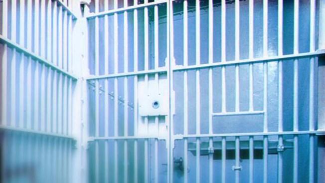 Liberan más y más presos en California