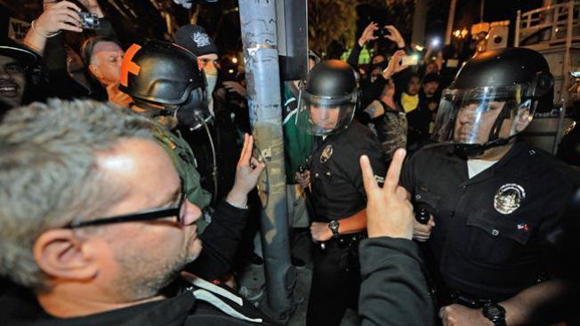 Occupy LA: Siguen protestas tras el plazo para evacuar