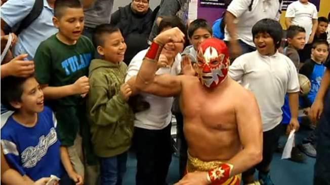 "Luchadores le dan batalla al ""bullying"""