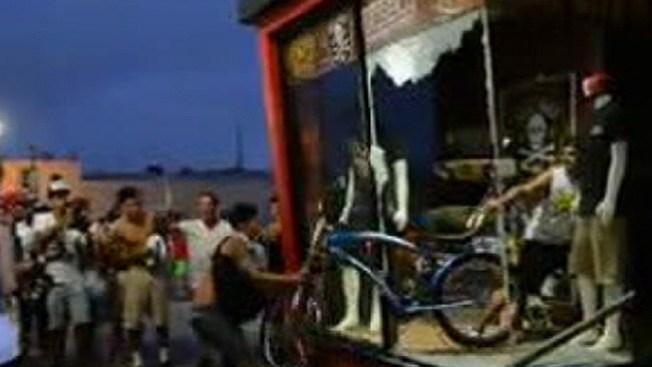 Hacen arrestos tras violentos disturbios