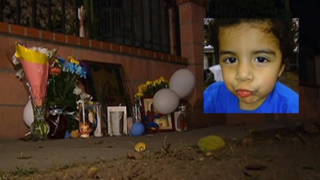 Lágrimas por muerte de niño golpeado
