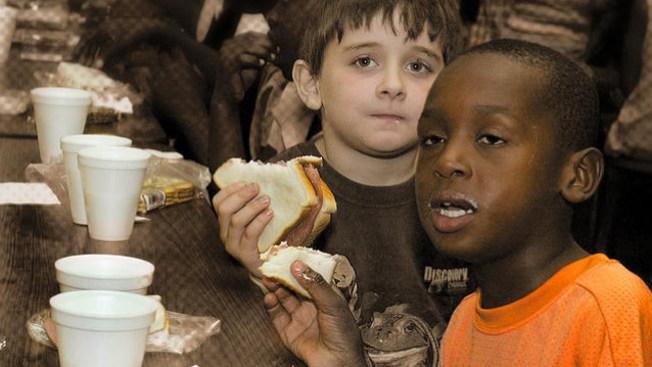 Se unen para aliviar el hambre