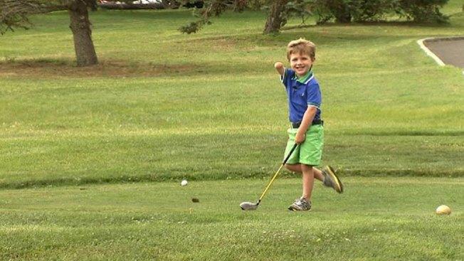 Prodigio del golf con 3 años y un brazo