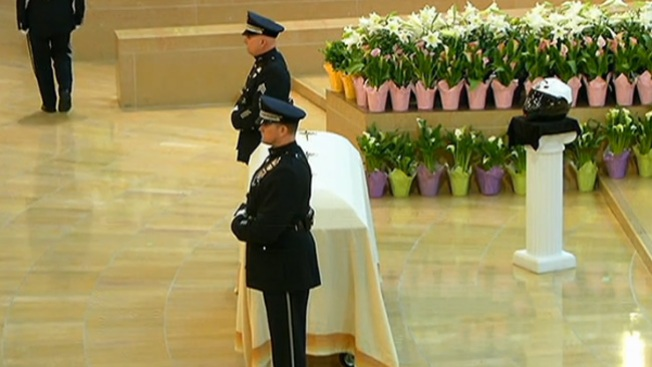 Emotivo adiós a policía muerto