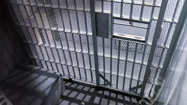 Llamas provocan pánico en prision