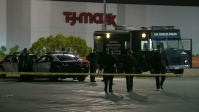 Pánico por tiroteo en centro comercial