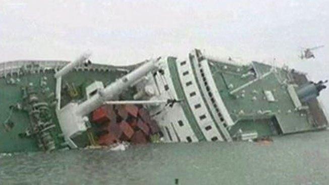 300 desaparecidos tras hundirse nave