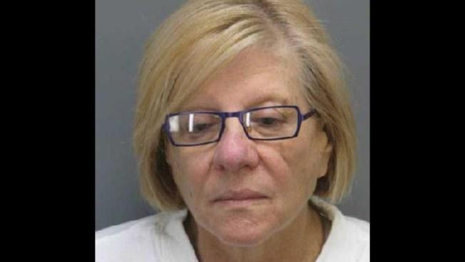 Arrestada por intentar cortar pene a su marido