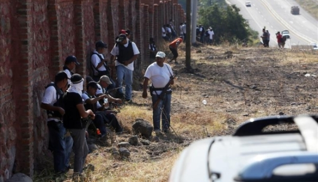 Autodefensas ingresan a Apatzingán
