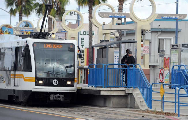 Tren de Línea A choca con vehículo de pasajeros