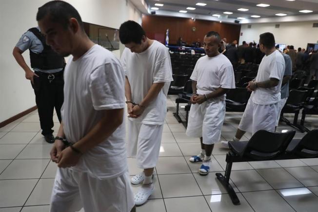 Testigo: MS13 recibe $2,7 millones al mes y tiene arsenal en El Salvador