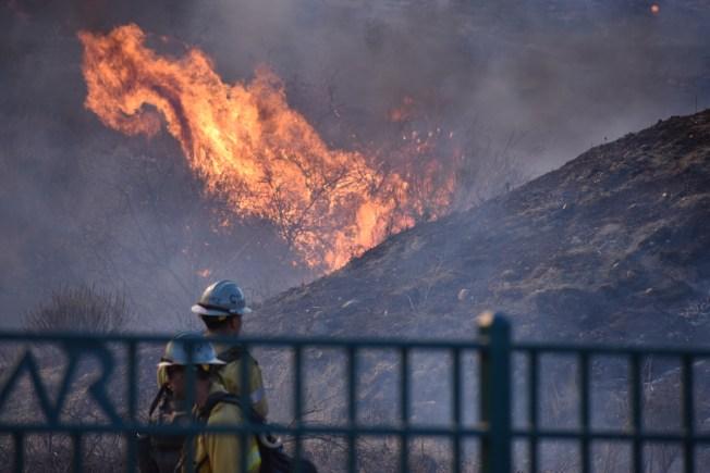Expertos: viento, sequía empeoran incendios, no mala gestión