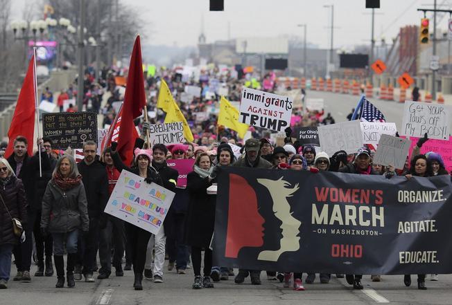 Mujeres llegan a Washington para marchar contra Trump
