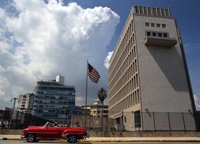Estados Unidos evalúa la posibilidad de cerrar su embajada en Cuba