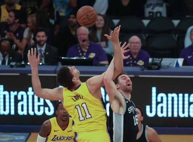 Lakers firman su tercera victoria seguida a costa de los Spurs