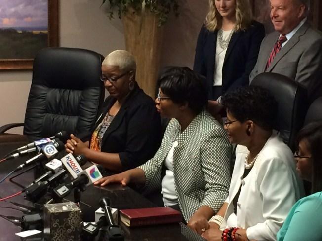 Familia demanda por muerte de Sandra Bland