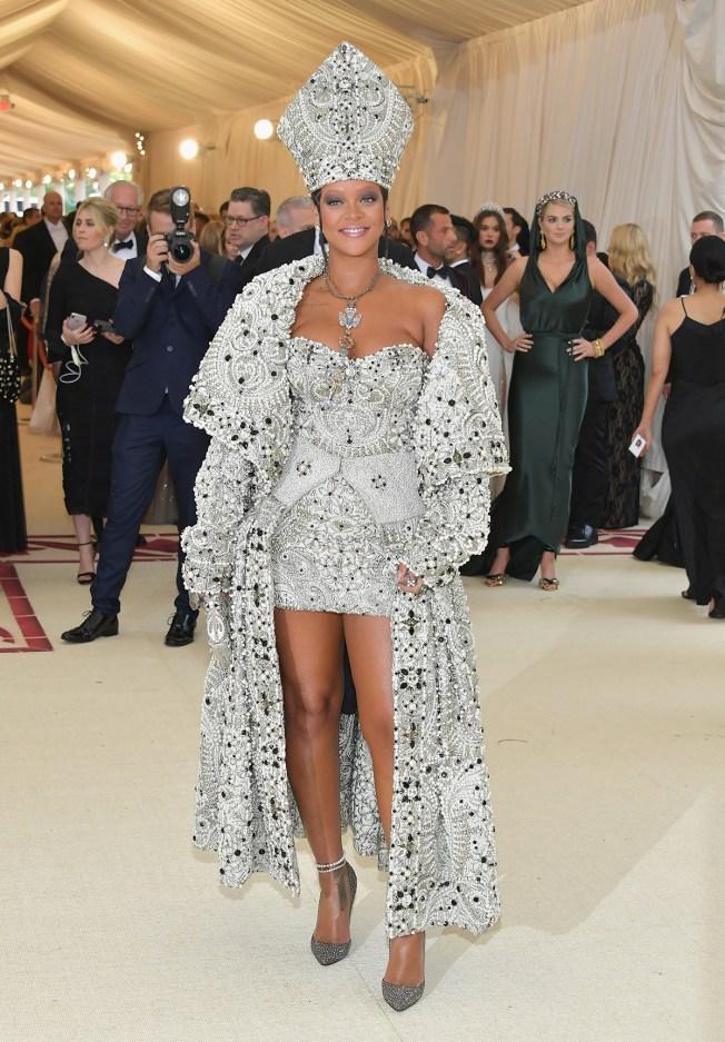 Hombre irrumpe la casa de Rihanna en Hollywood