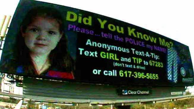 Donan letreros para ayudar a identificar a ''Baby Doe''