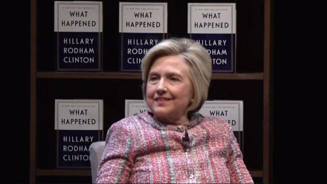 Hillary da un mesaje de esperanza a las niñas de LA