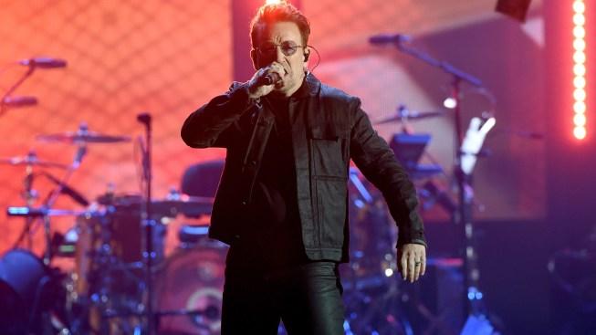 U2 ofrece concierto sorpresa en el metro de Berlín