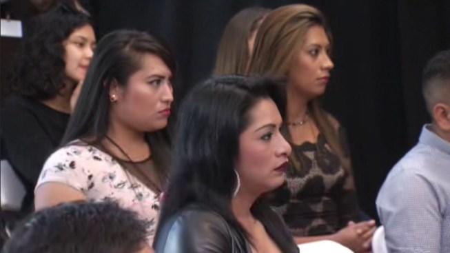 Denuncian abusos de mujeres transgénero en centros de ICE