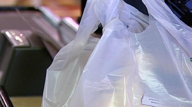California prohíbe las bolsas plásticas