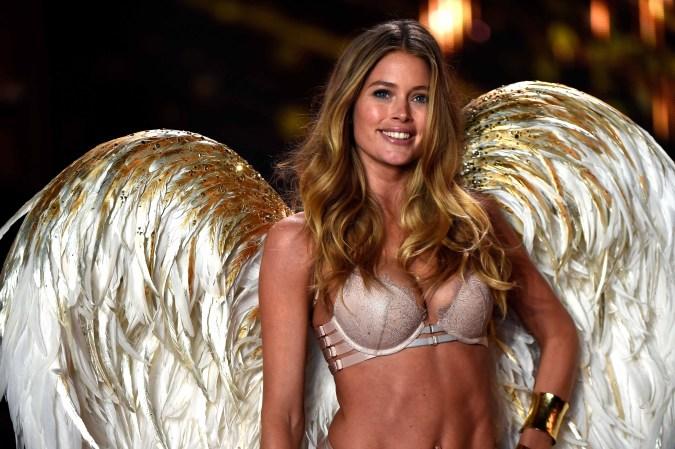 ... brillo se vieron en el desfile anual de Victoria's Secret en Londres