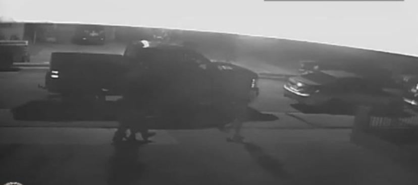 Revelan video para dar con los asesinos de un joven